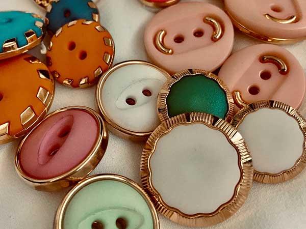 realizzazione-bottoni-in-nylon-colorati